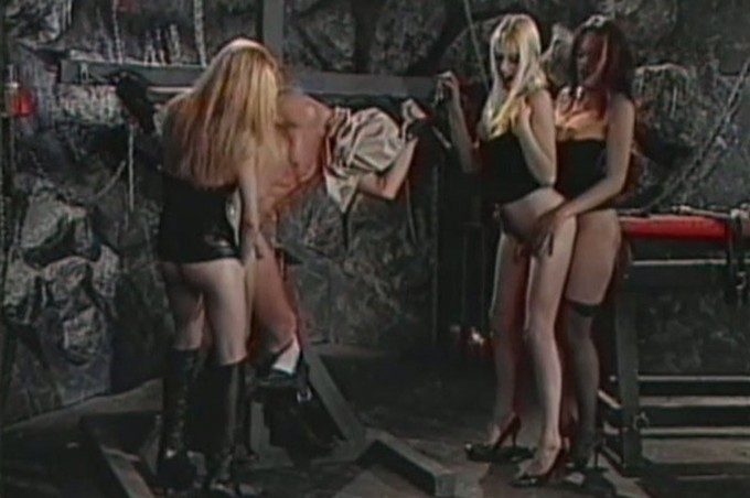 Shelby Winona And Other Tranny Friends Tease Their Slave