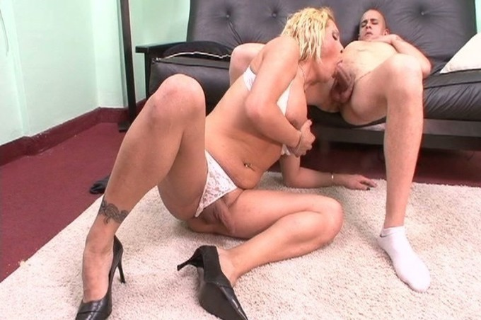 Carolina Loves To Get Her Cock Sucked On By Harold Handy